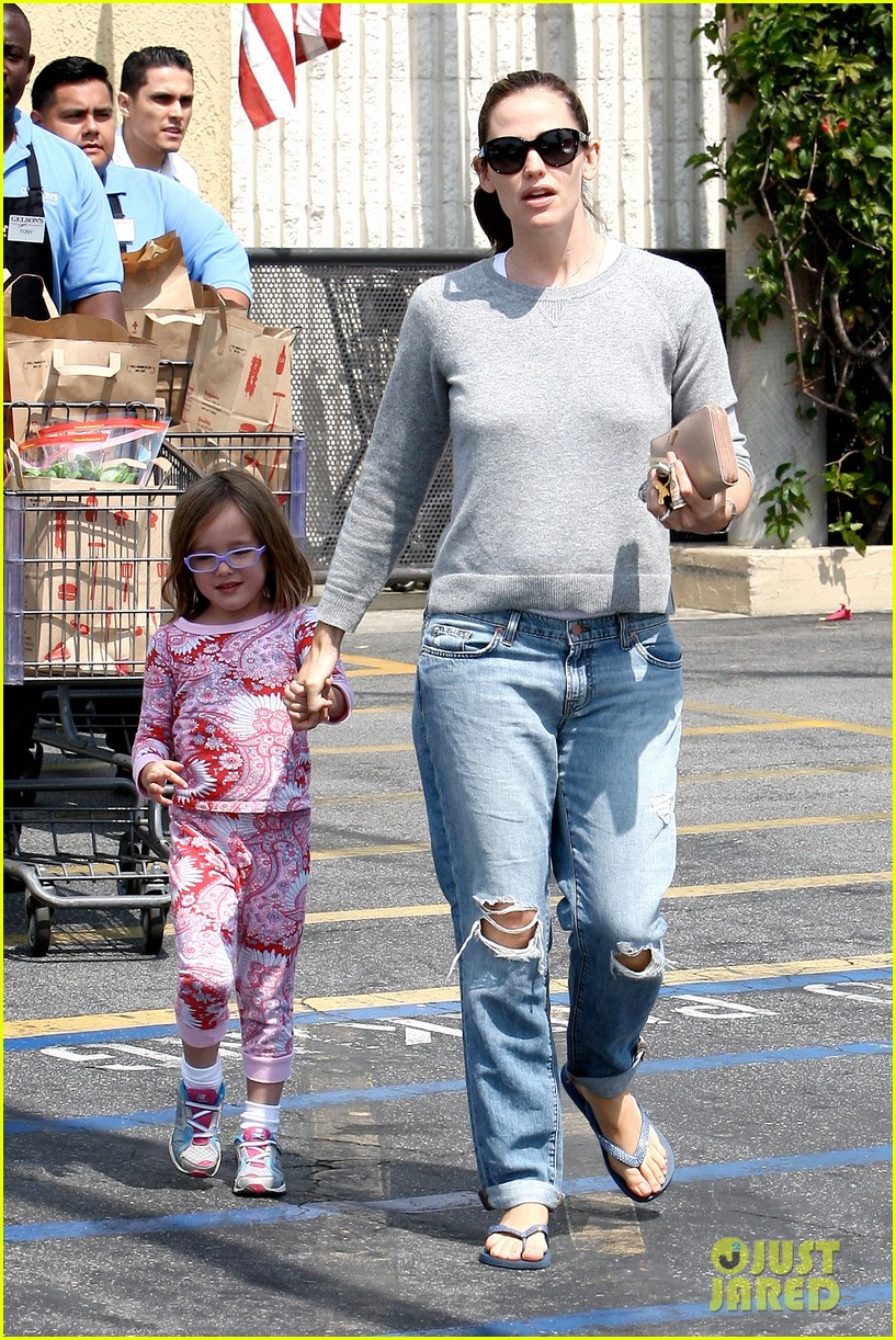 jennifer garner ben affleck star eco station with the girls 132882287