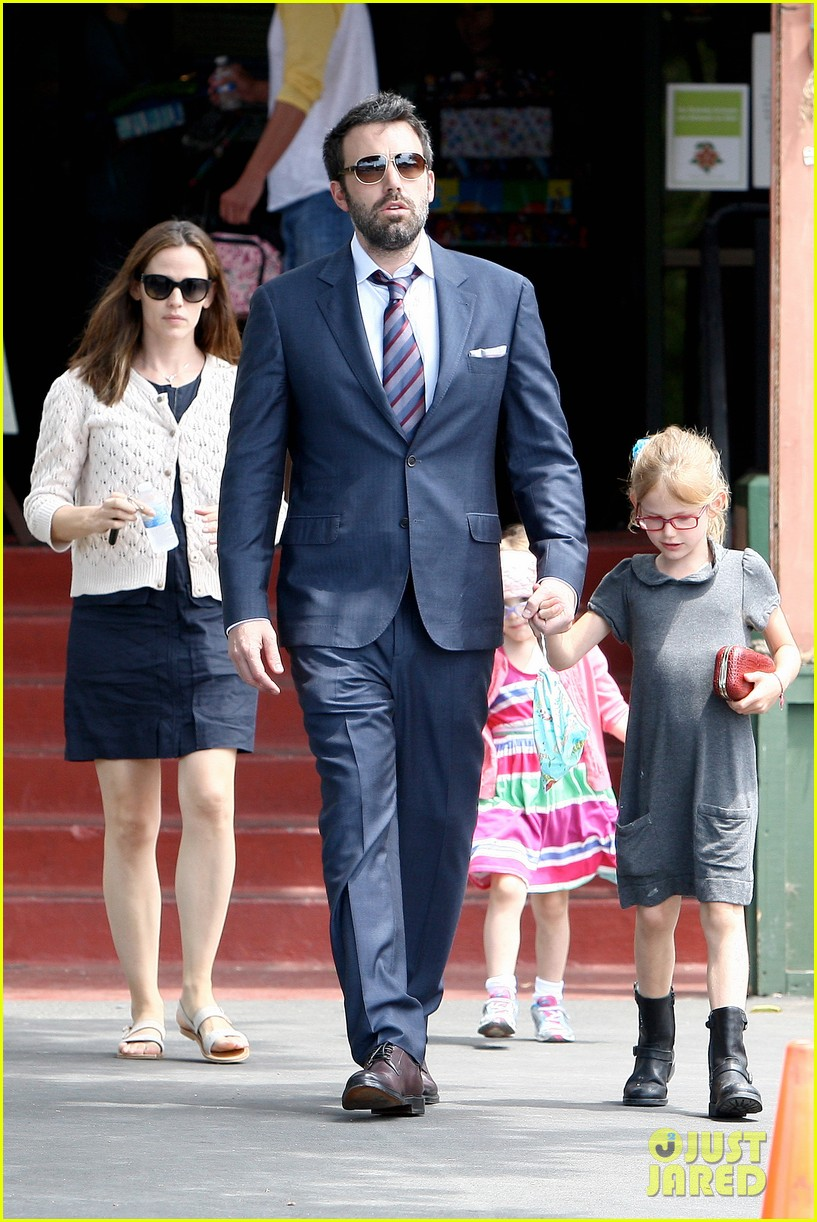 jennifer garner ben affleck star eco station with the girls 24