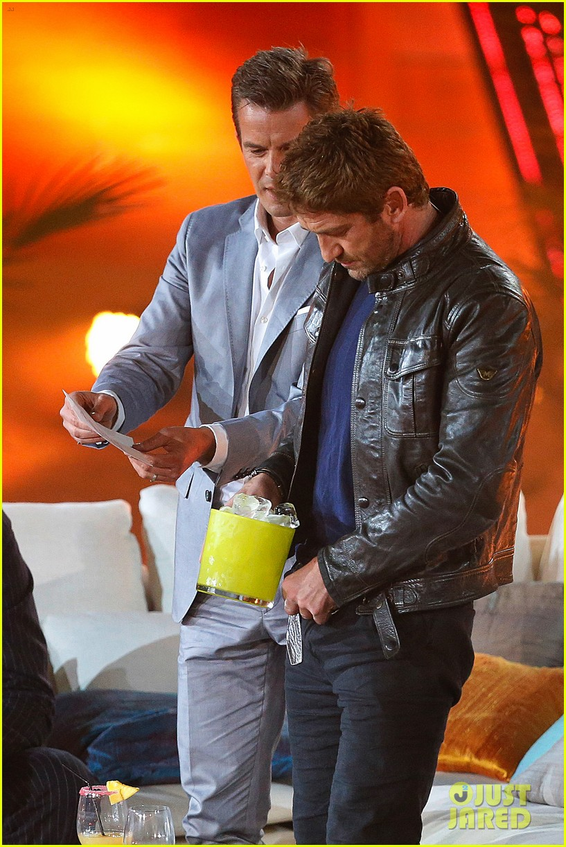 gerard butler puts ice down his pants on german tv show 082887693