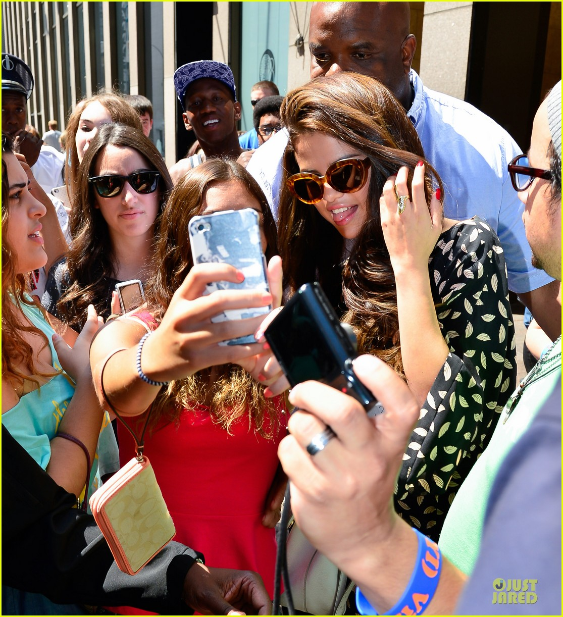 selena gomez fan photo op in soho 02