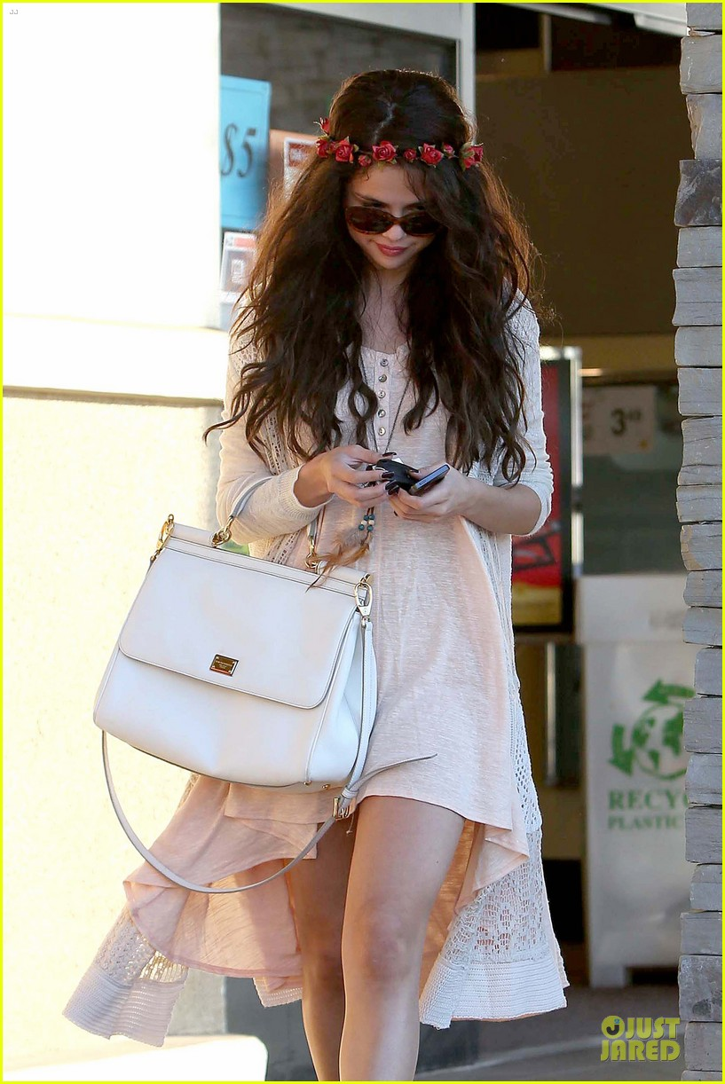 selena gomez im grateful for well wishes to baby sister gracie 082891650