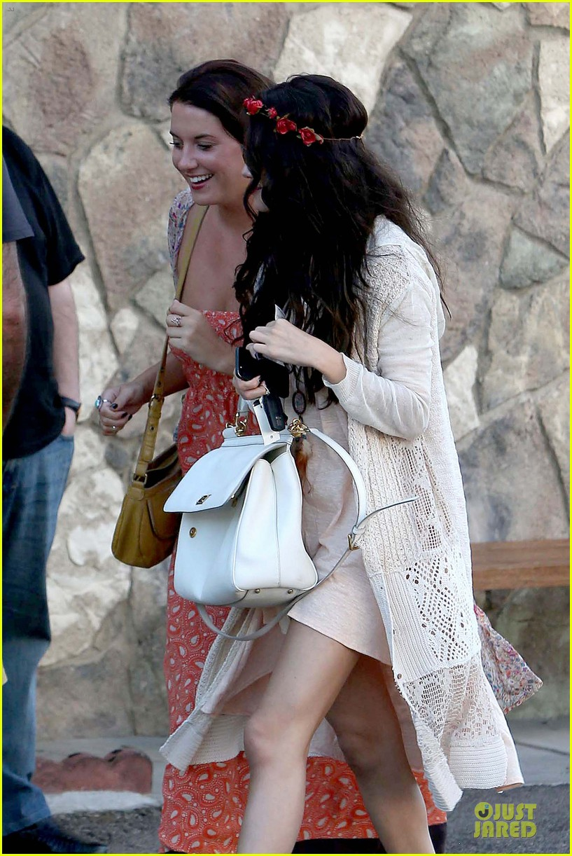 selena gomez im grateful for well wishes to baby sister gracie 132891655