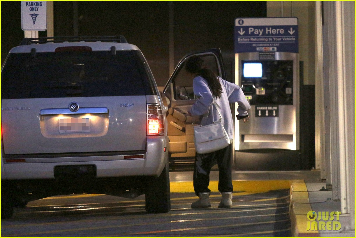 selena gomez visits new baby sister in the hospital 04