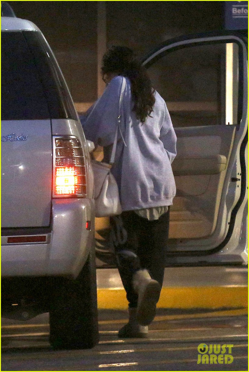 selena gomez visits new baby sister in the hospital 08