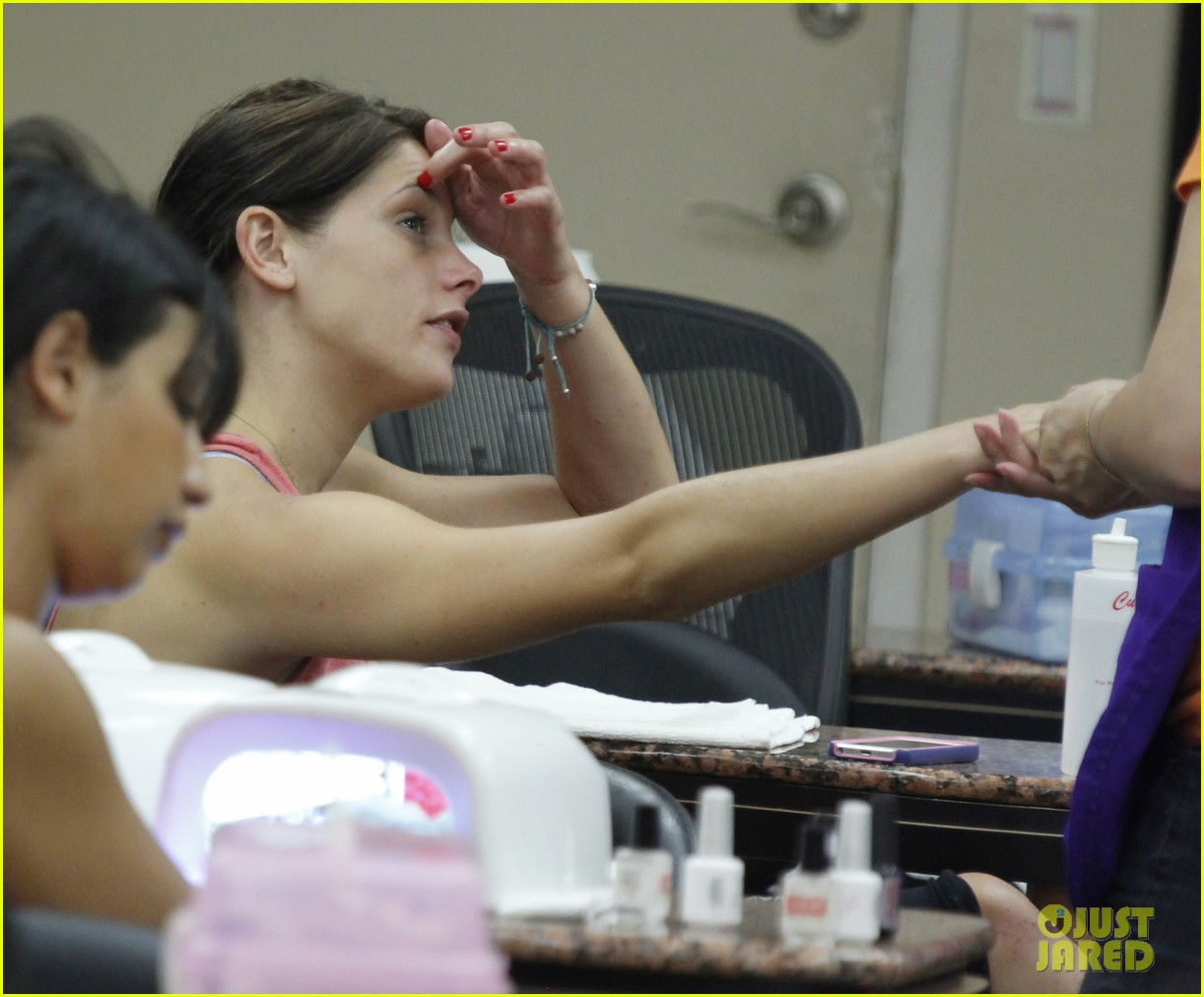 ashley greene nail salon before john mayer concert 04