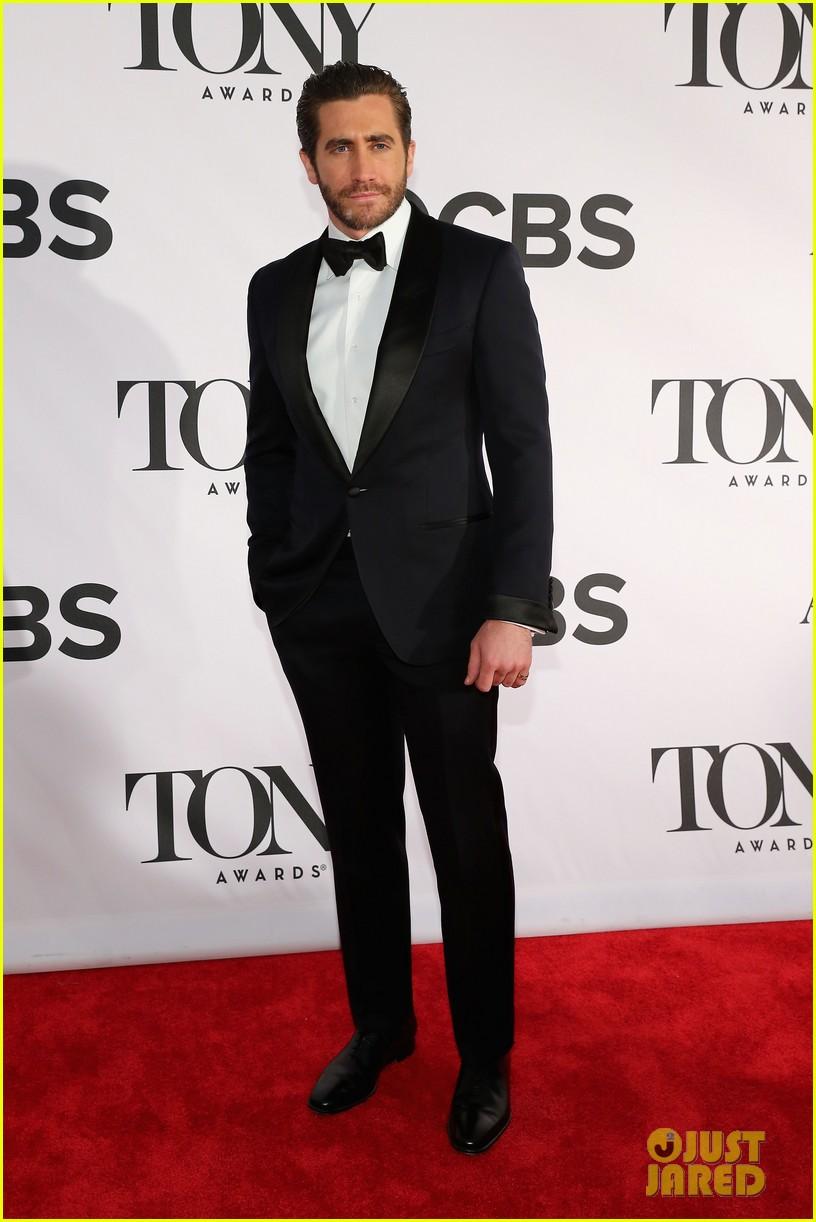 jake gyllenhaal tony awards 2013 red carpet 02