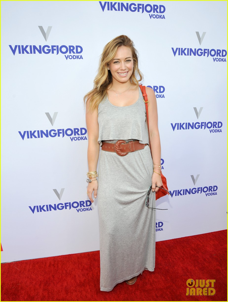 hailee steinfeld hilary duff children mending hearts style sunday 072887973
