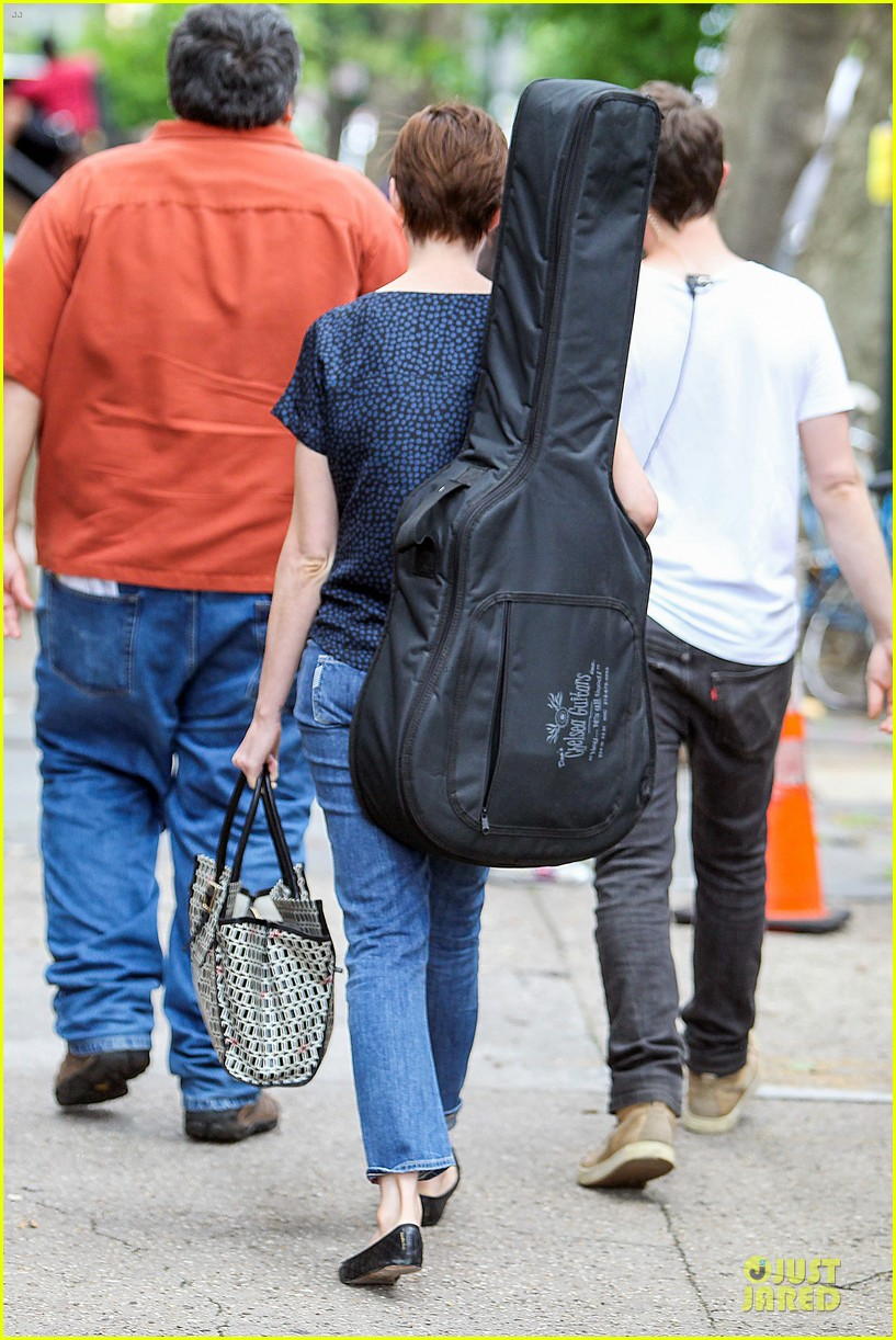 anne hathaway guitar carrying gal on song one set 24