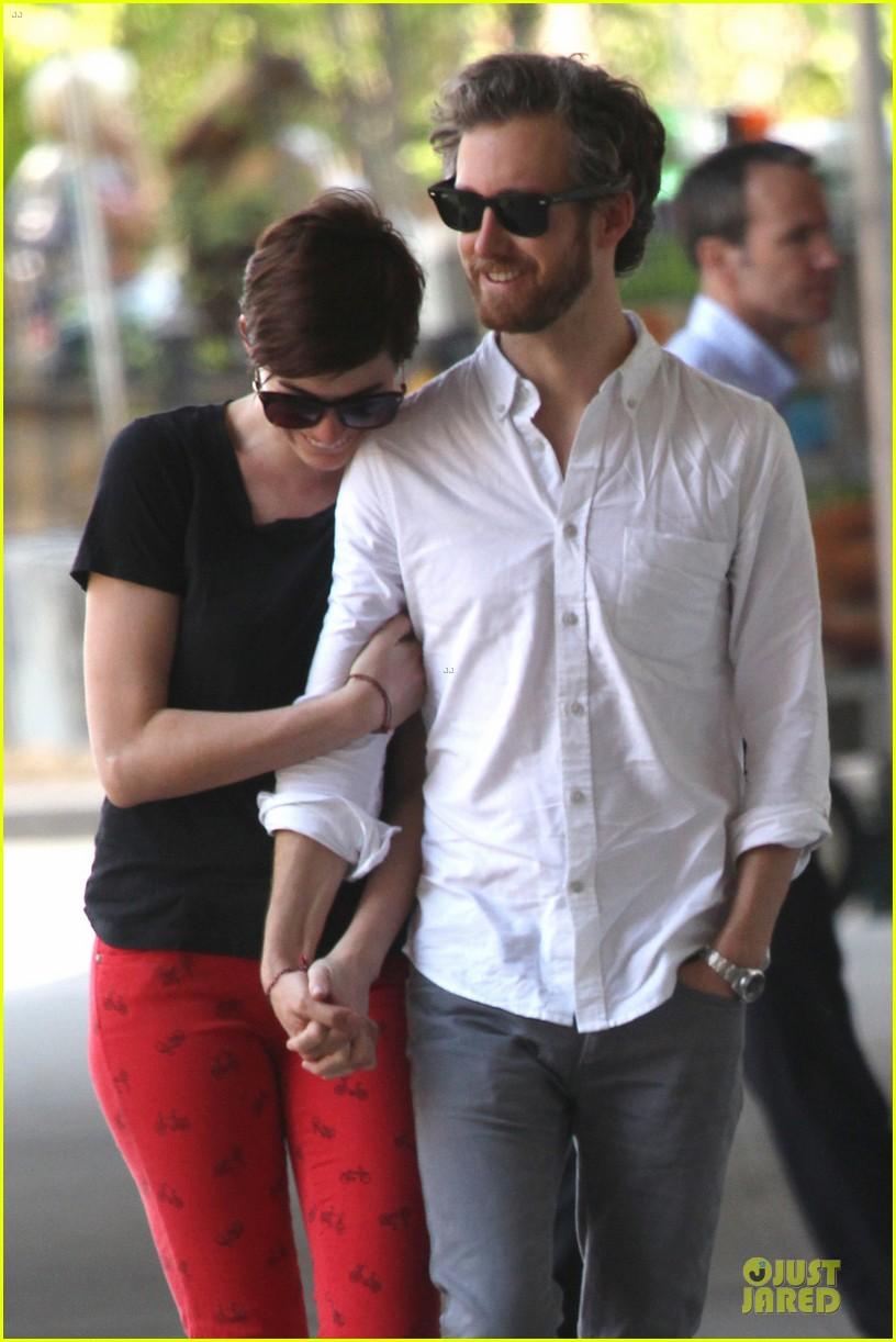 anne hathaway adam shulman red hot snuggling 022894794