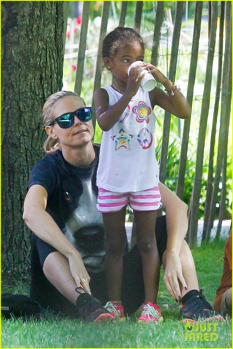 heidi klum martin kirsten take the kids to the park 22
