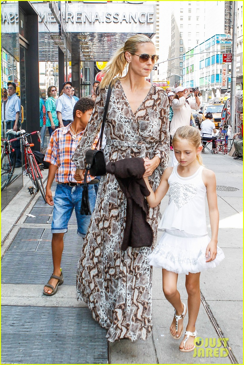heidi klum martin kirsten take the kids to the park 432897228