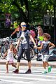 heidi klum martin kirsten take the kids to the park 16