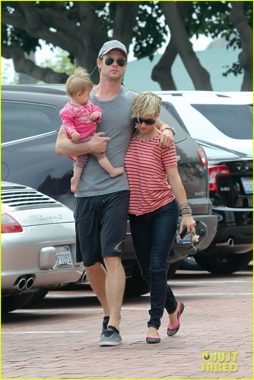 chris hemsworth hugs his family close in malibu 11