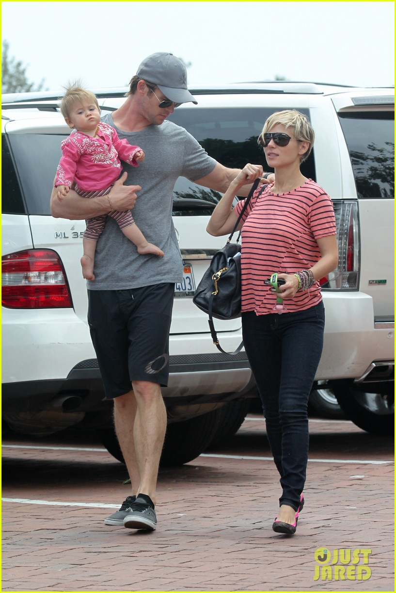 chris hemsworth hugs his family close in malibu 212897473