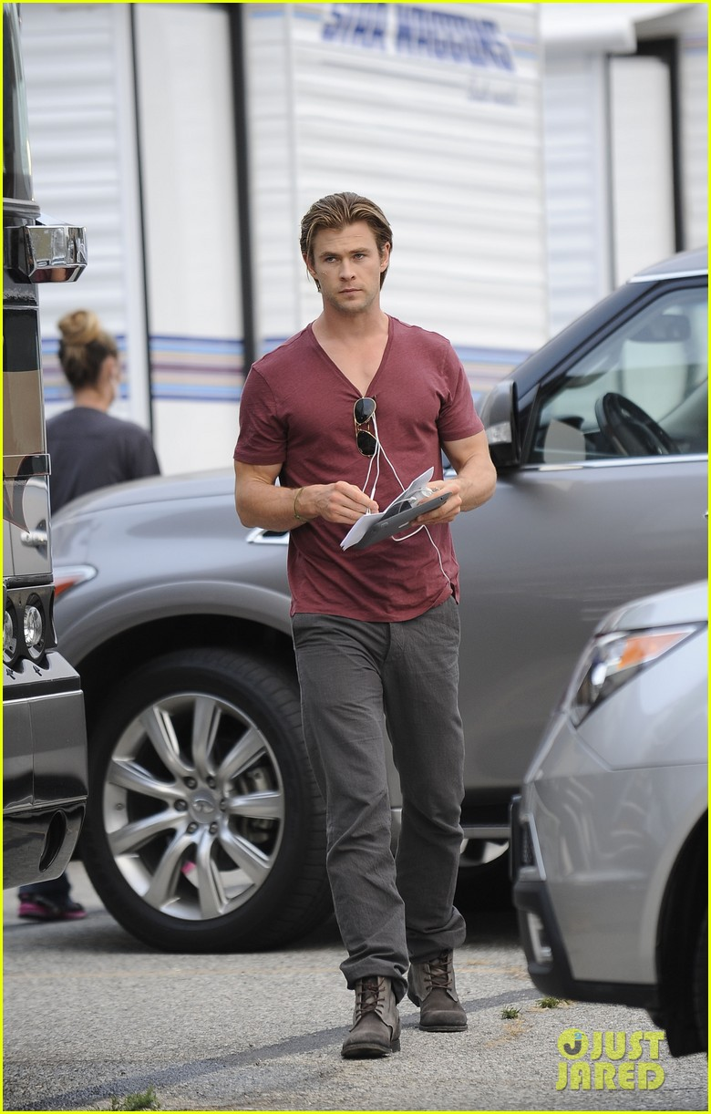chris hemsworth fatherhood has changed me for better 04