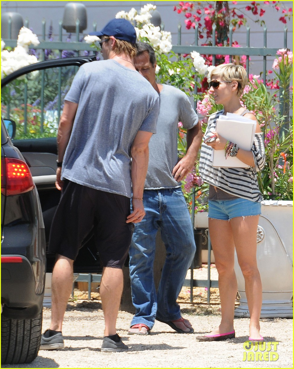 chris hemsworth malibu shopping with elsa pataky india 06