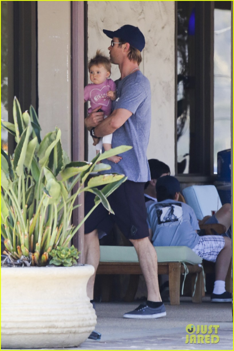 chris hemsworth malibu shopping with elsa pataky india 102896733