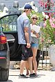 chris hemsworth malibu shopping with elsa pataky india 01