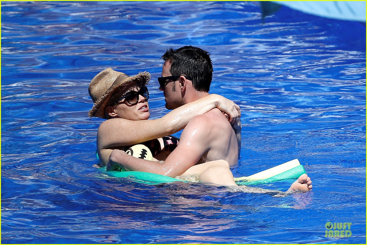 megan hilty cuddling with shirtless brian gallagher in hawaii 07