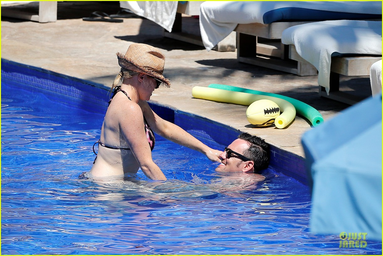 megan hilty cuddling with shirtless brian gallagher in hawaii 102881751