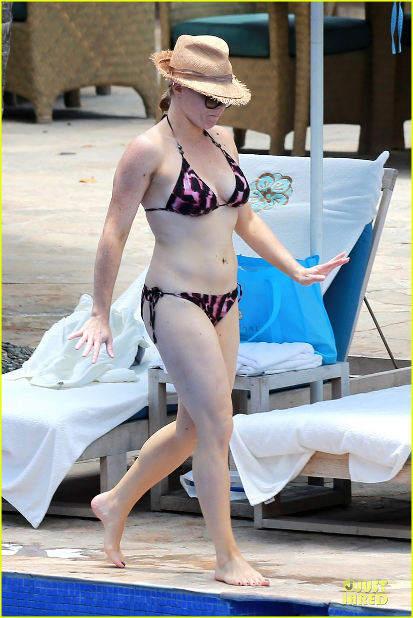 megan hilty cuddling with shirtless brian gallagher in hawaii 24