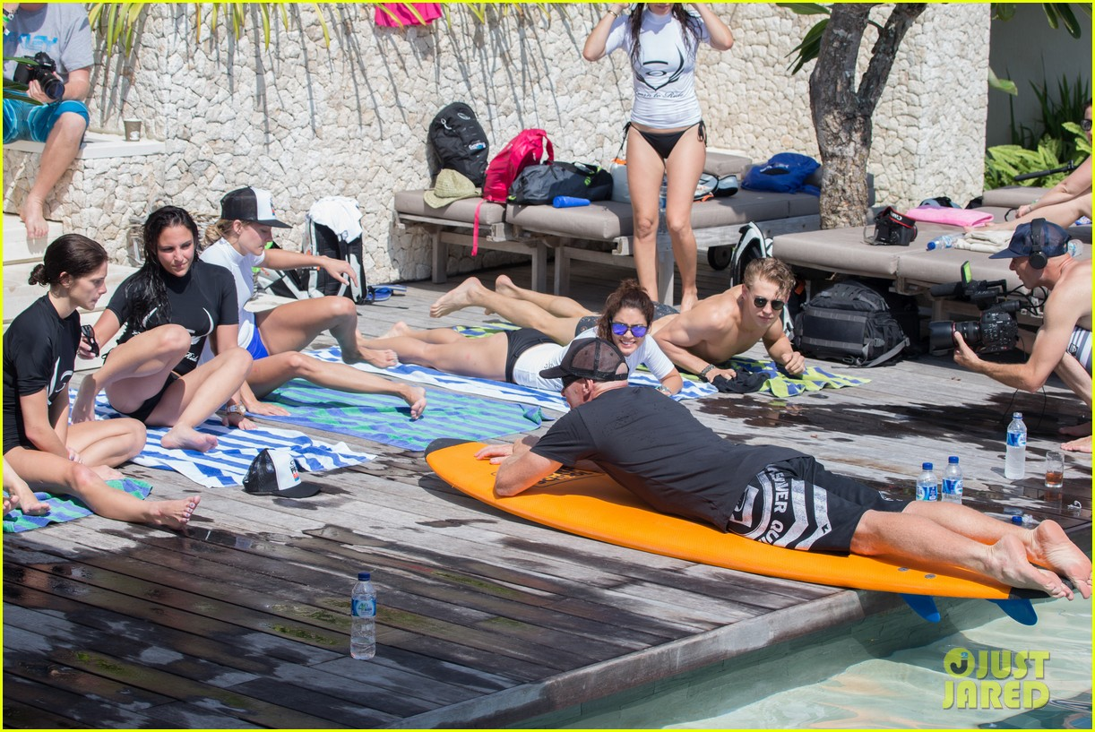 vanessa hudgens ashley greene learn to surf in bali 032894383