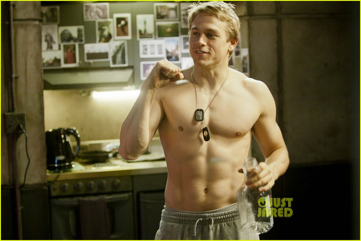charlie hunnam shirtless for pacific rim exclusive pic 01