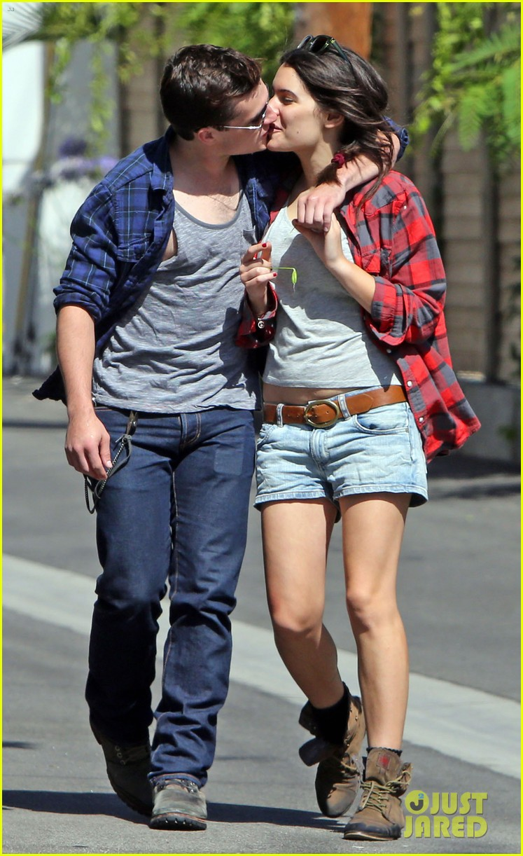 josh hutcherson claudia traisac kiss after motorcycle ride 16