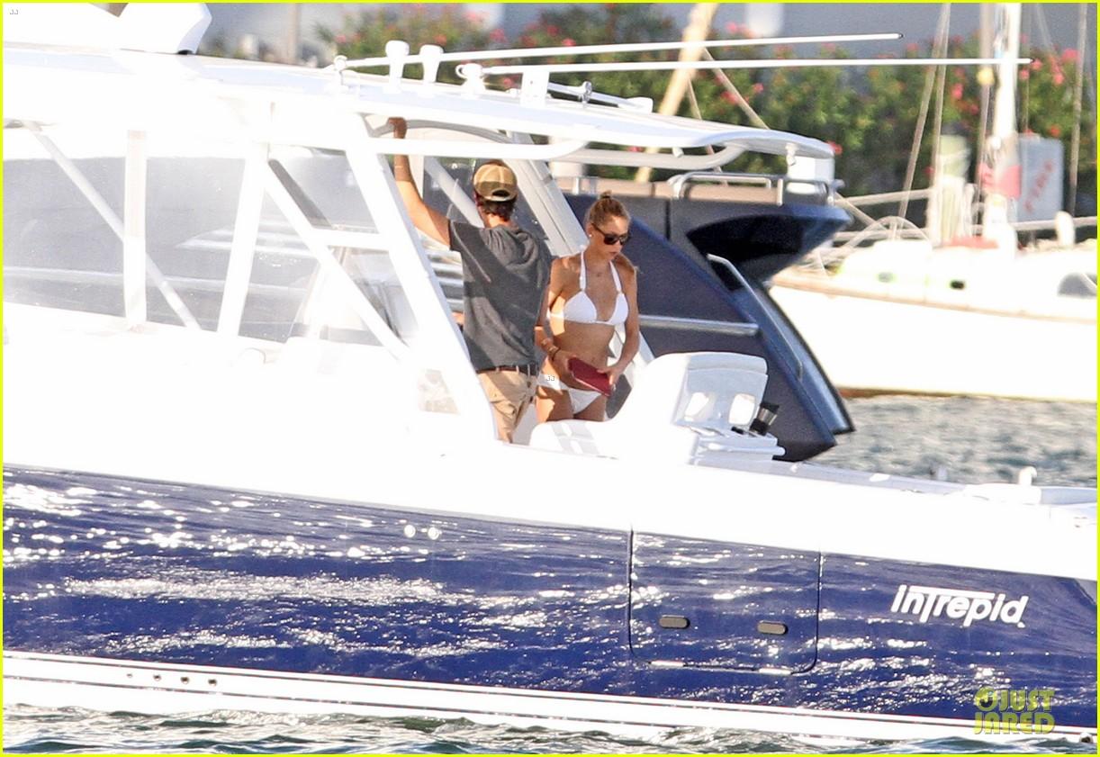 enrique iglesias boat ride with bikini clad anna kournikova 032894664