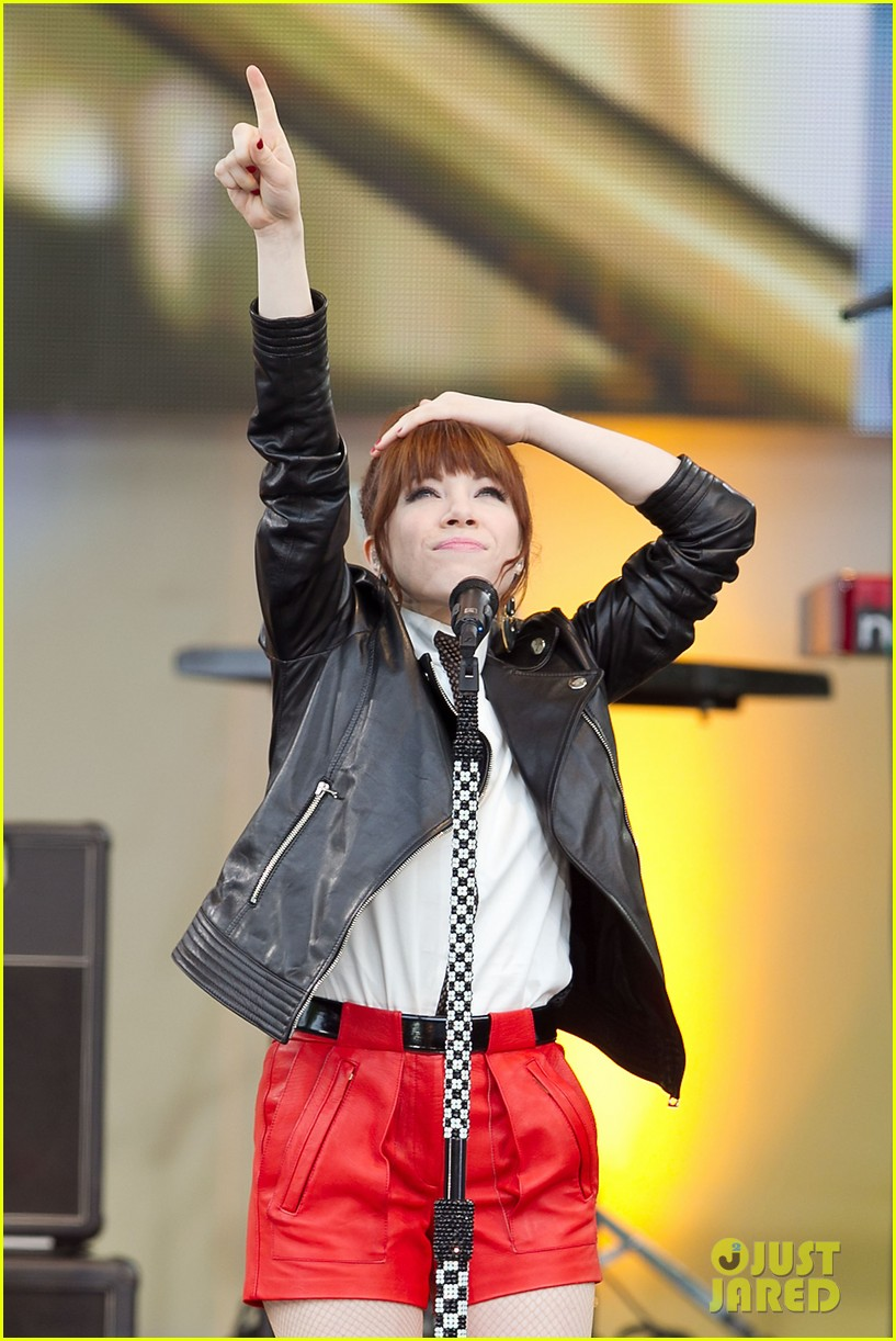 carly rae jepsen rocks good morning america 29