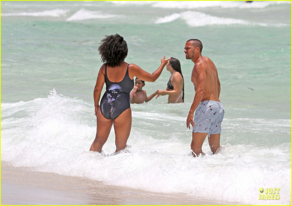jesse williams shirtless miami vacation 06