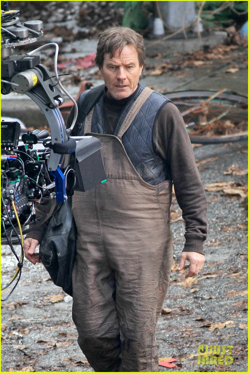 aaron taylor johnson godzilla set with bryan cranston 092892932