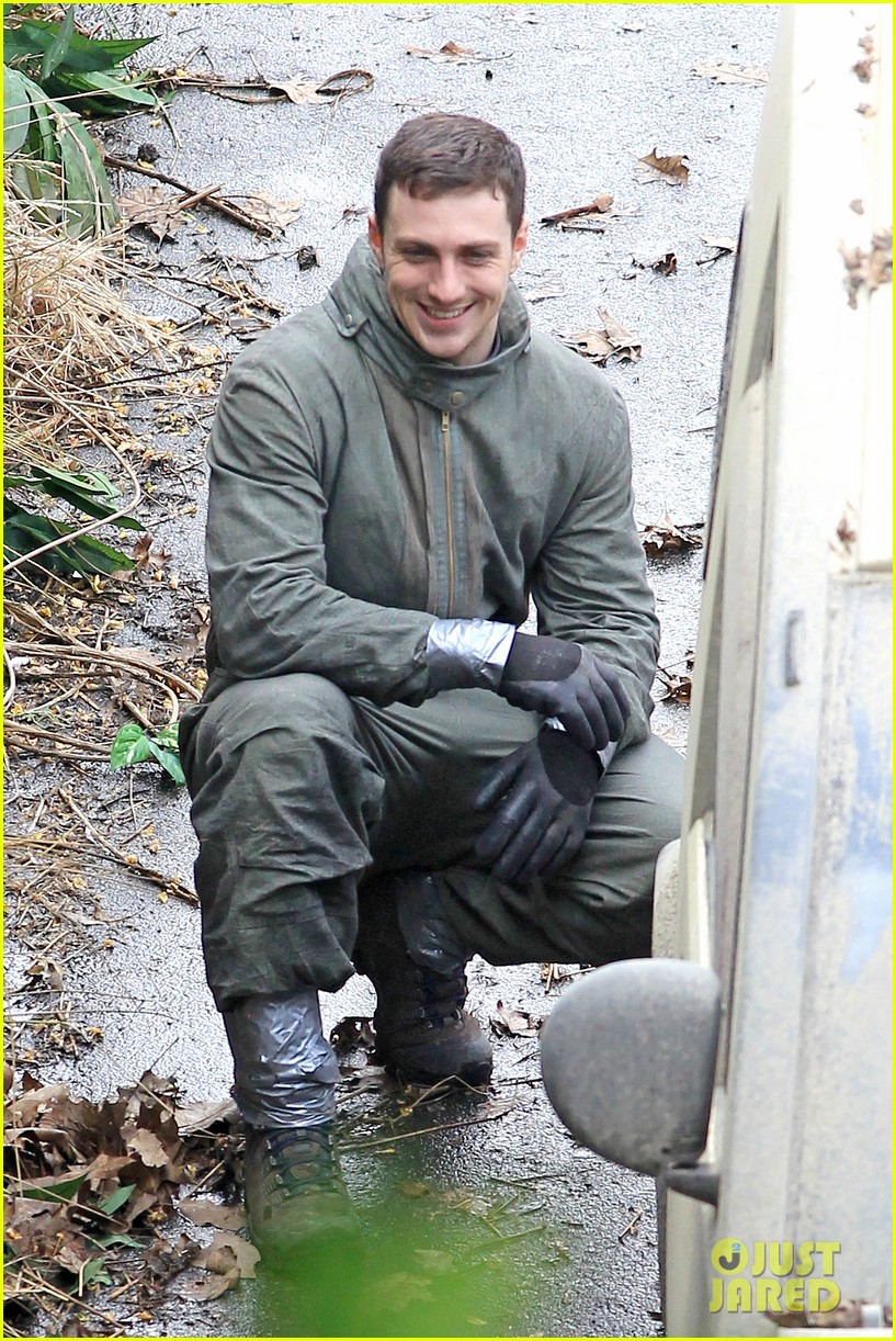 aaron taylor johnson godzilla set with bryan cranston 13