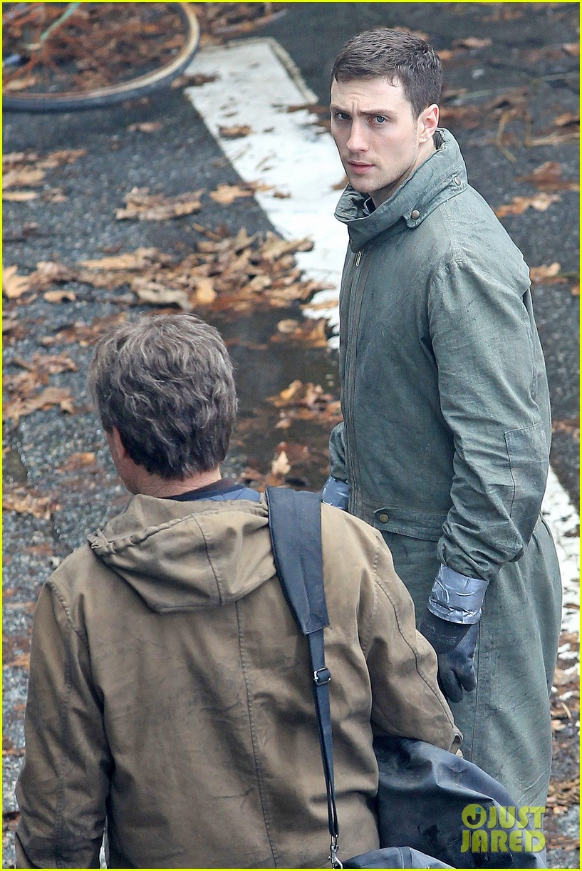 aaron taylor johnson godzilla set with bryan cranston 14