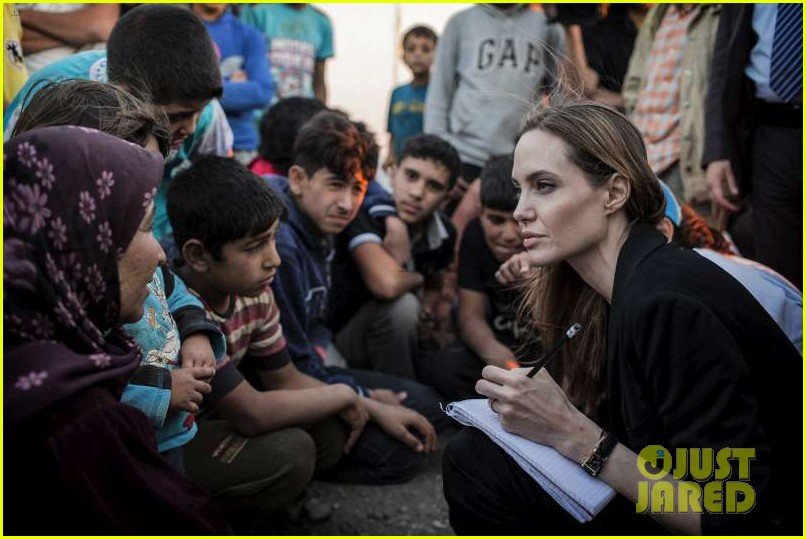 angelina jolie meets with syrian refugees at jordan border 01