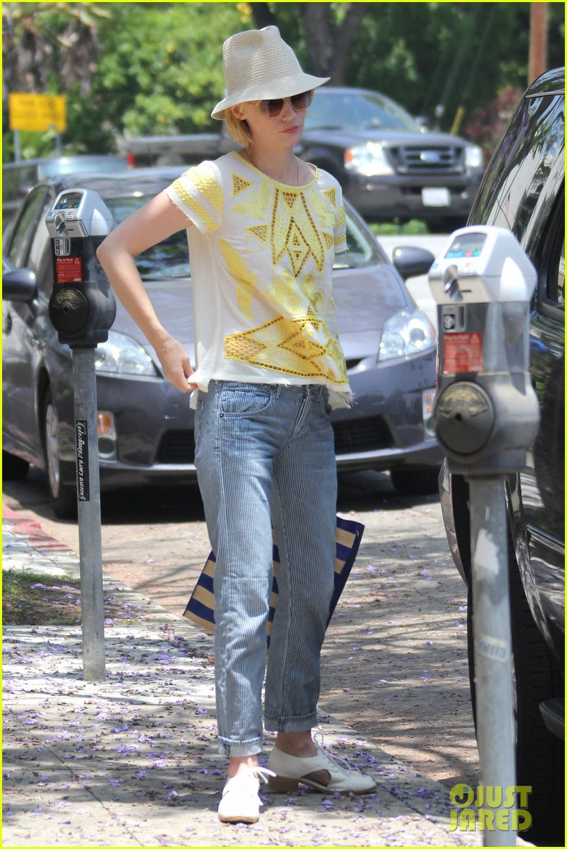january jones hides new haircut under hat 032891373