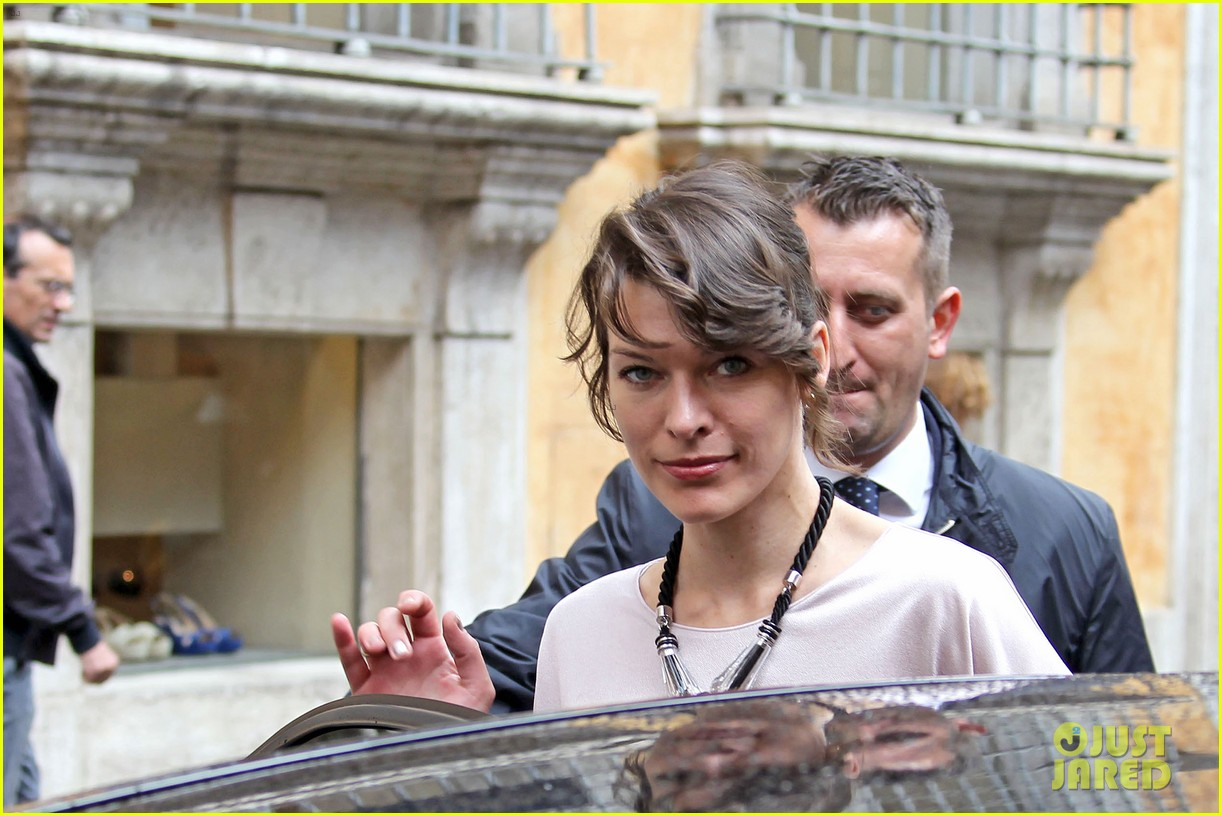 milla jovovich berenice bejo armani one night only 10