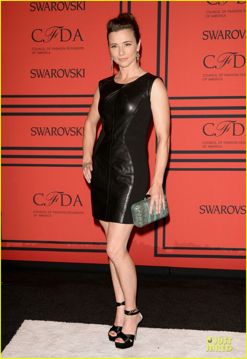 ellie kemper linda cardellini cfda fashion awards 2013 red carpet 05