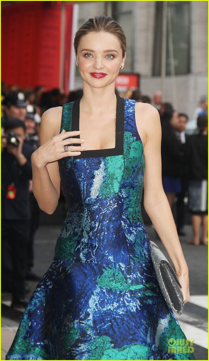 miranda kerr adriana lima cfda fashion awards 2013 red carpet 08