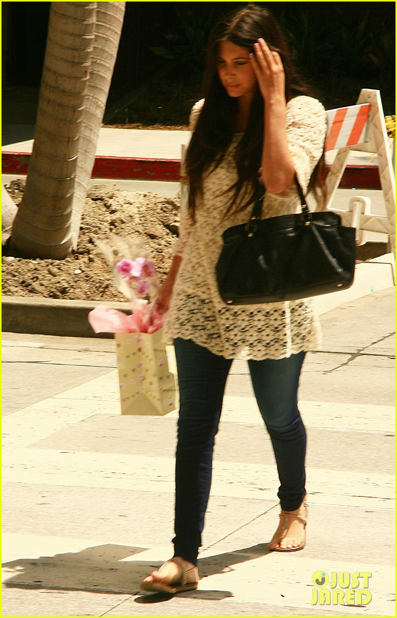 kim kardashian gives birth bff brittny gastineau visits 01