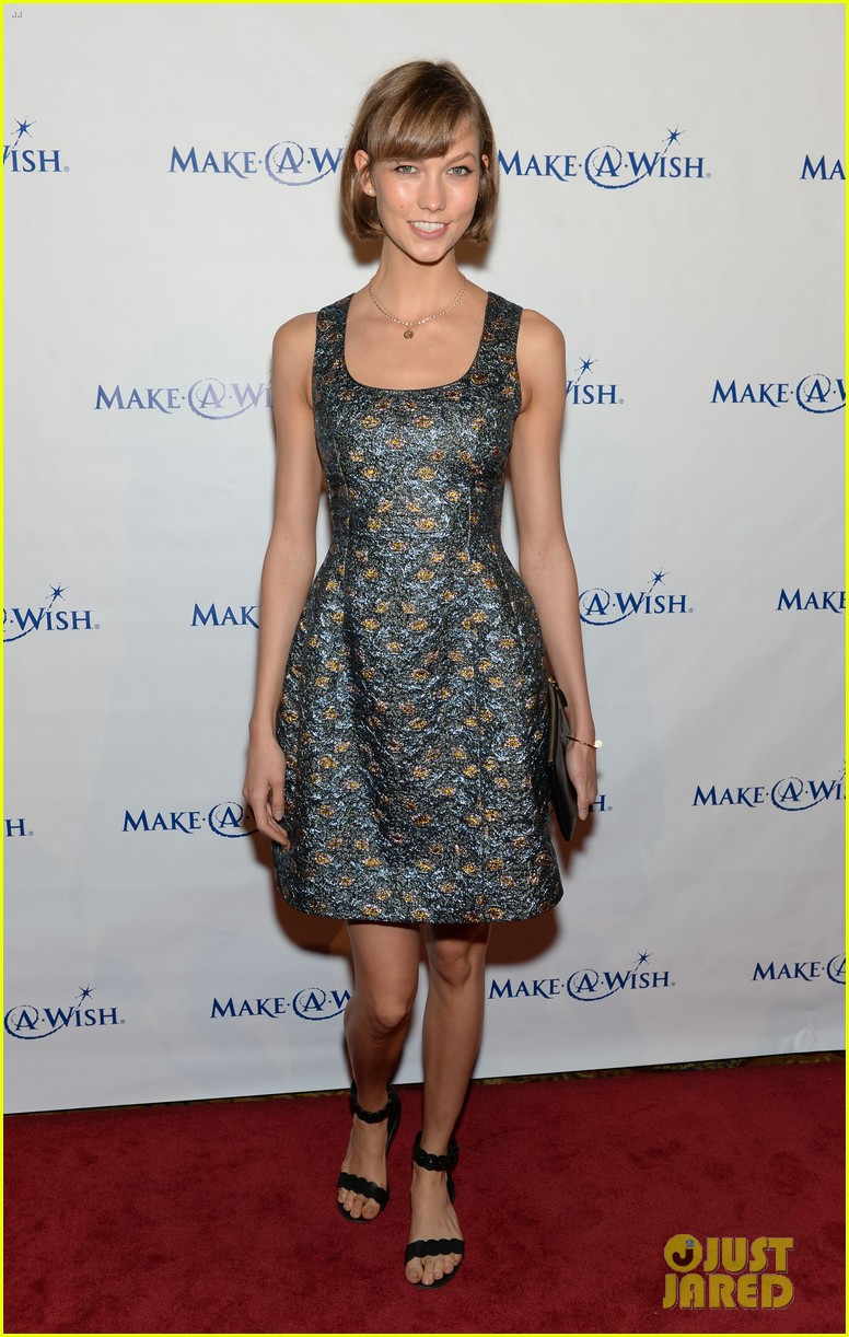 karlie kloss jonny lee miller make a wish event 09