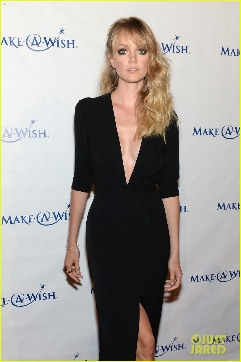 karlie kloss jonny lee miller make a wish event 20