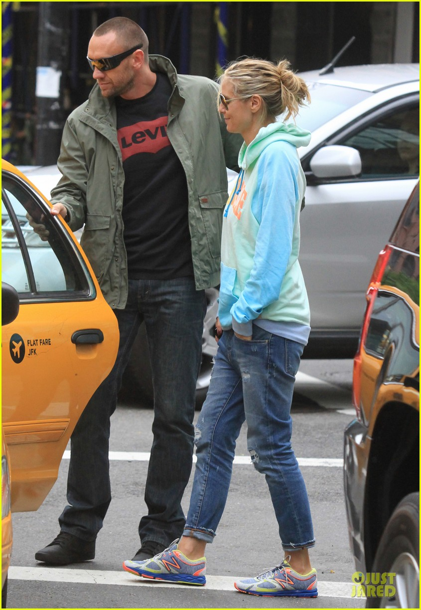 heidi klum martin kirsten holding hands during nyc run 08