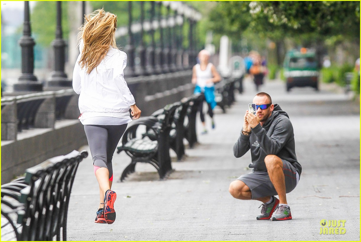 heidi klum martin kirsten holding hands during nyc run 222891550