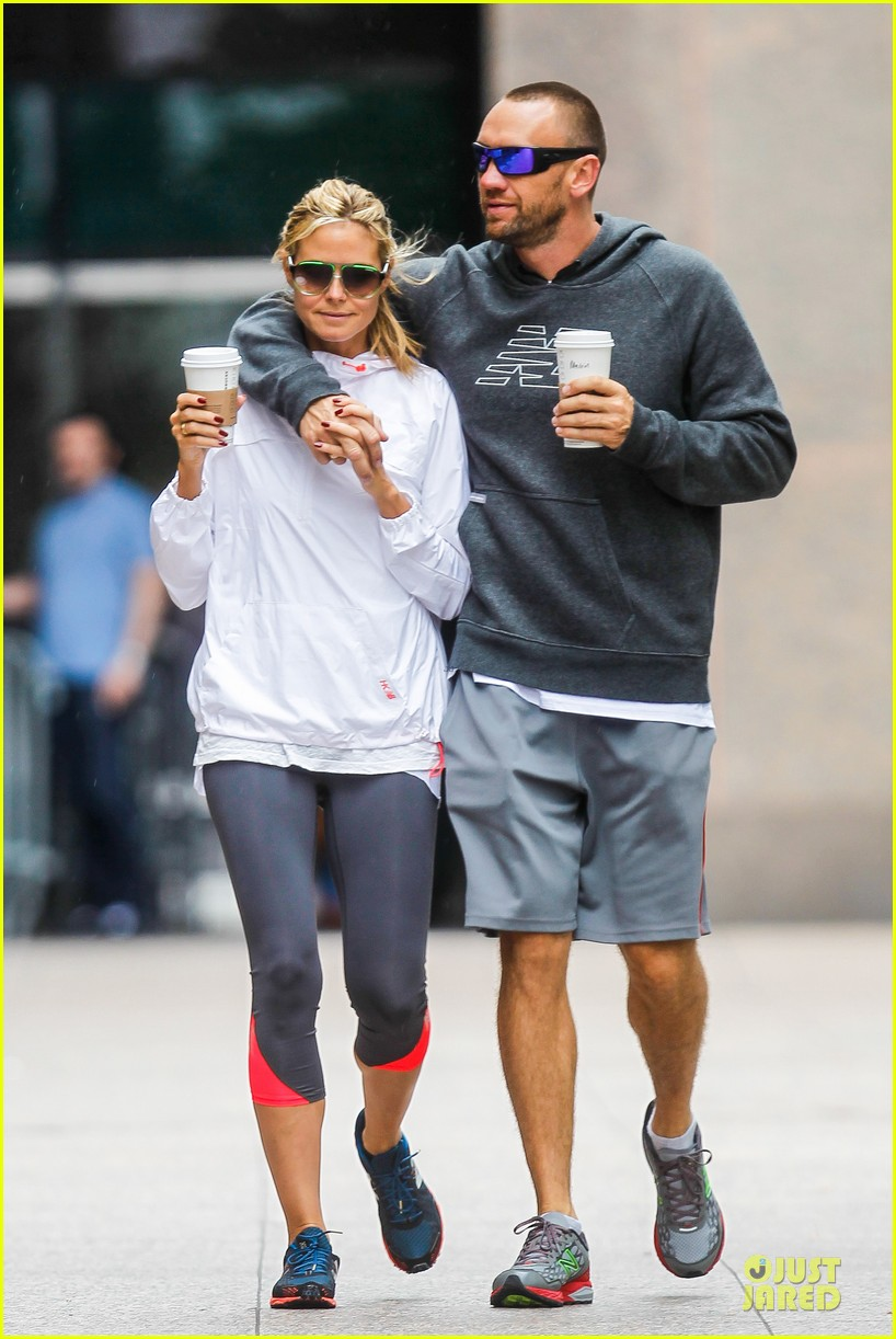 heidi klum martin kirsten holding hands during nyc run 29