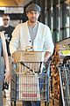 joshua jackson cuddles diane kruger in the checkout line 04