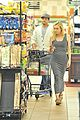 joshua jackson cuddles diane kruger in the checkout line 13