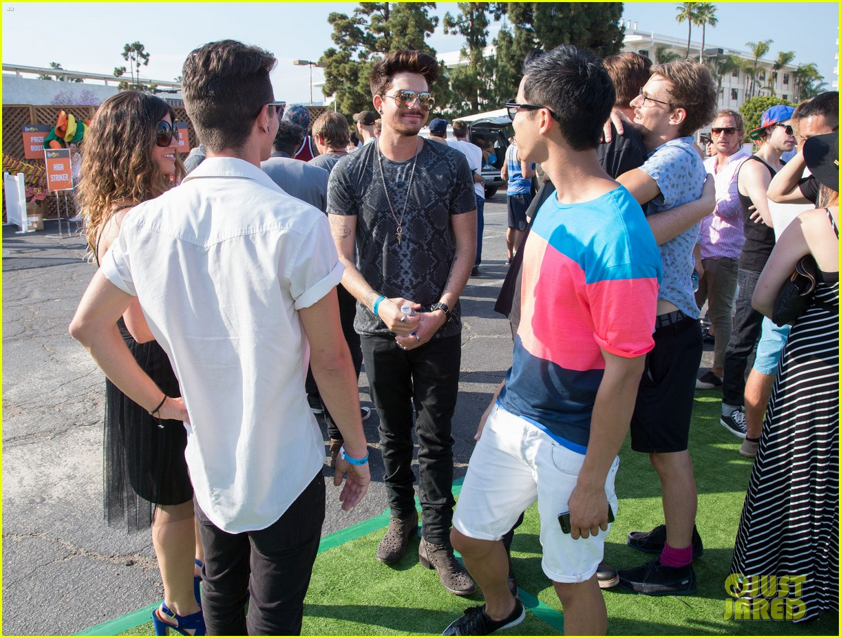 adam lambert hammer time at just jared summer kick off party presented by mcdonalds 16