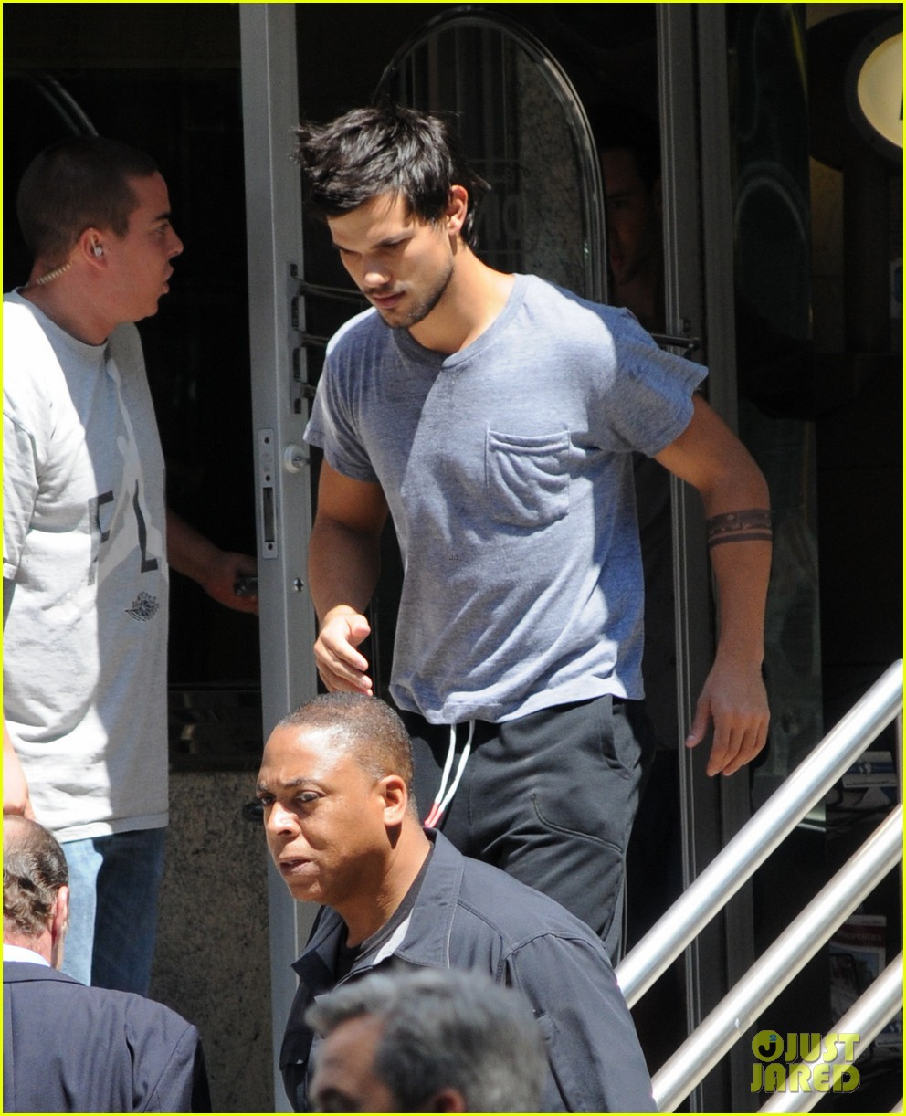 taylor lautner sweats it out for tracers in queens 04