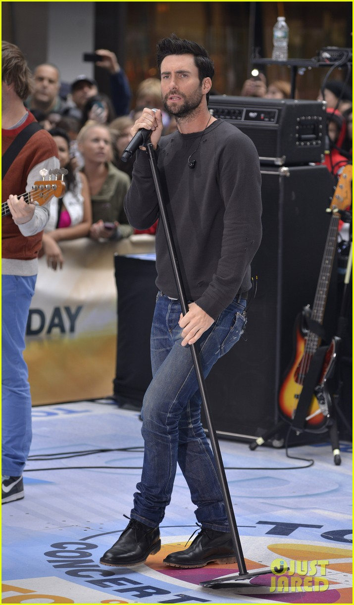 adam levine maroon 5 today show performance 162891328